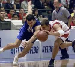 Gurović i Tunderi u borbi za loptu