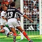 Komljenović (13) u trenutku postizanja gola koji je odlučio pobednika