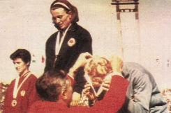 Vera Nikolić na pobedničkom postolju 1966. godine
