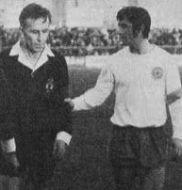 Sudija Mladenović i kapiten Hajduka Dragan Holcer