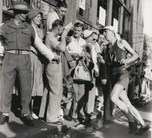 Franjo Mihalić trči ulicama Melburna (FOTO: nla.gov.au)