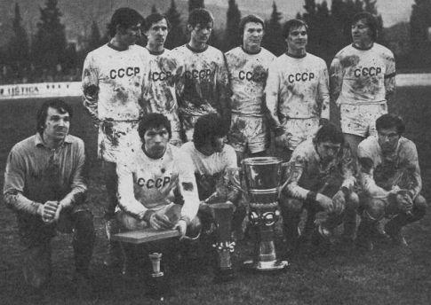 Reprezentacija SSSR-a (stoje sleva): Reško, Veremejev, Burjak, Blohin, Troškin, Kolotov. Čuče sleva: Prohorov, Zvjegincev, Lovčev, Oniščenko i Mahovnikov.