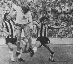 """Boriša Đorđević (beli dres) pored Ivana Golca i Borislava Đurovića """"zakucava"""" loptu za 6:0"""
