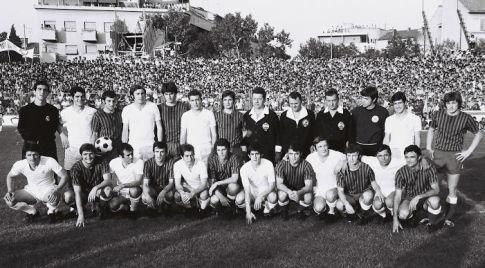 Zajednička fotografija fudbalera Hajduka i Reala (izvor: http://blancaefemeride.blogspot.com)