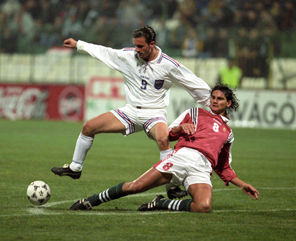 Predrag Mijatović (beli dres), strelac tri gola u Budimpešti (FOTO: MTI)