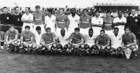 Zajednička fotografija fudbalera kragujevačkog Radničkog i Santosa